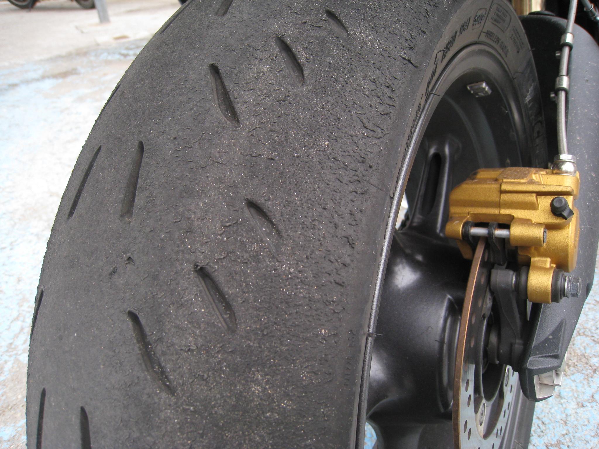 pneu moto quand changer votre site sp cialis dans les accessoires automobiles. Black Bedroom Furniture Sets. Home Design Ideas